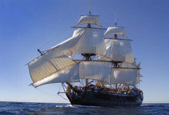 De Gotheborg met een scheven mast op de voorkant in de oceaan