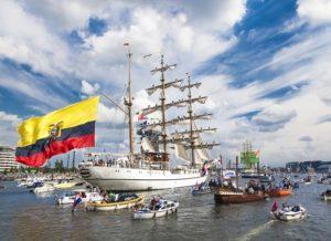 Guayas zeilboot met Colombiaanse vlag