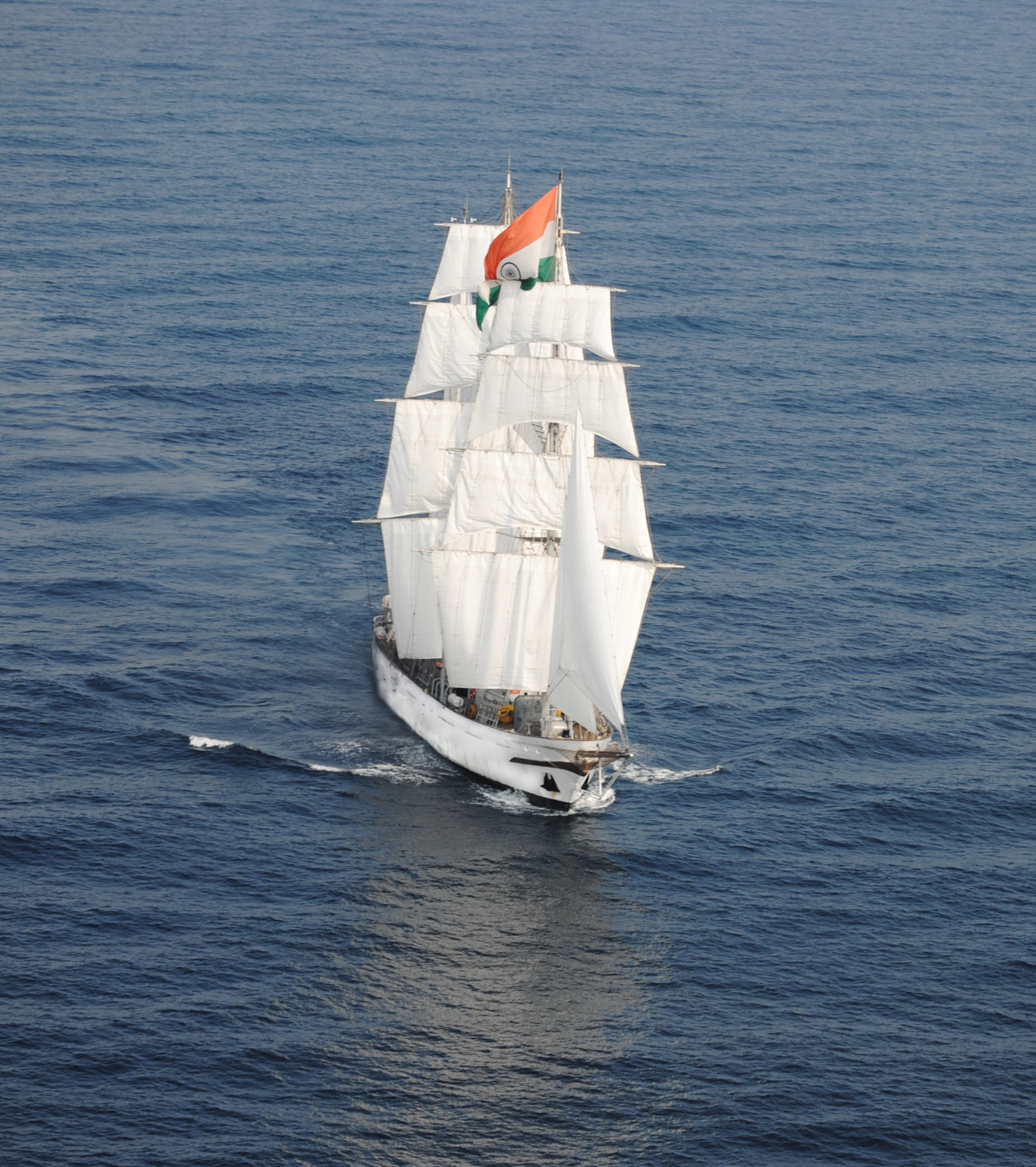 Zeilschip Tarangini  uit India in het midden van de oceaan