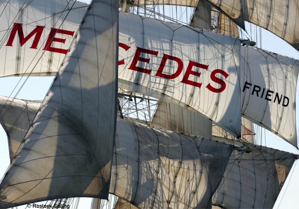 De zeilen en masten van het schip Mercedes